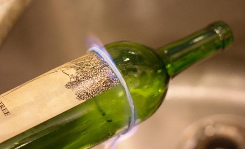 riuso creativo trasformate le bottiglie in portacandele